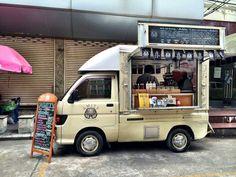 Union wine company mobile vehicle in Portland. Coffee Van, Coffee Love, Coffee Shop, Car Food, Food Vans, Mobile Cafe, Mobile Shop, Coffee Food Truck, Mobile Food Trucks