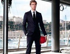 O Pierre Cassiraghi, γιος της πριγκίπισσας του Μονακό Καρολίνας, πρωταγωνιστεί μαζί με τον διάσημο ηθοποιό Jeremy Irons στη διαφημιστική καμπάνια του ιταλικού οίκου Berluti. Ο νεαρός γόνος Gassiraghi φωτογραφήθηκε με φόντο το λιμάνι του Monte