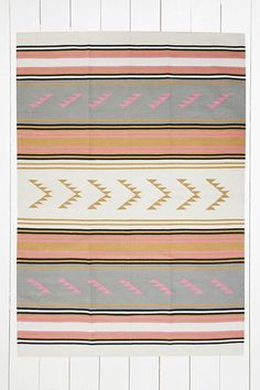 Maude Triangle 5x7 Camel Woven Rug - Urban Outfitters