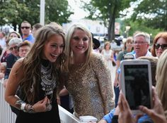 Lauren Daigle Photos - Lauren Daigle takes photos with fans at the 4th Annual KLOVE Fan Awards  at The Grand Ole Opry House on June 5, 2016 in Nashville, Tennessee. - 4th Annual KLOVE Fan Awards at the Grand Ole Opry House - Arrivals