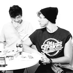 Calum+Hood+and+Ashton+Irwin+GIF  - Sugarscape.com