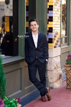 I like this city look with the flower pots on the edge. Senior Boy Poses, Senior Portrait Poses, Prom Poses, Senior Guys, Guy Poses, Senior 2018, Senior Session, Senior Boy Photography, Photography Poses For Men
