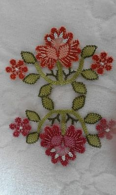 This Pin was discovered by HUZ Bargello Needlepoint, Crochet Bedspread, Needle Lace, Lace Making, Cross Stitch Flowers, Crochet Lace, Needlework, Elsa, Diy And Crafts