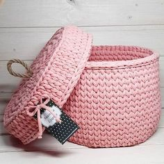Yarn basket with lid Crochet Diy, Crochet Bowl, Crochet Storage, Love Crochet, Crochet Crafts, Crochet Projects, Crochet Stitches, Crochet Patterns, Cotton Cord