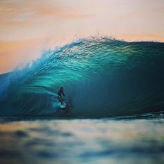 """@Quiksilver's photo: """"Masotashi Ohno catches the last wave of the night at Pipeline, on the North Shore of Hawaii. #QuikSurf Photo: @Leslie Riemen maassen"""""""
