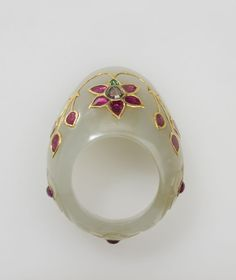 Thumb ring. Mughal India, 17th or 18th century. Nephrite jade, rubies, diamond, emerald, gold