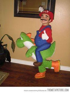 Disfraz de Súper Mario montado en Yoshi.