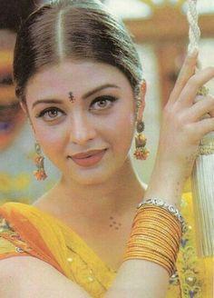 Aishwarya Rai Pictures, Actress Aishwarya Rai, Saree Styles, Indian Beauty, Actresses, Lady, How To Wear, Beautiful, Faces