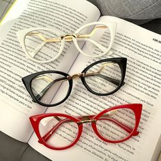 Glasses For Round Faces, Glasses Frames Trendy, Girls With Glasses, Fashion Eye Glasses, Cat Eye Glasses, Glasses Trends, Eyeglasses For Women, Mode Style, Eyewear