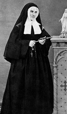 Not all modern nuns wear old-fashioned habits. Many people know that Catholic nuns are very religious and often . Ste Bernadette, Bernadette Of Lourdes, St Bernadette Soubirous, Catholic Saints, Roman Catholic, Saint Costume, Nun Costume, Incorruptible Saints, Daughters Of Charity
