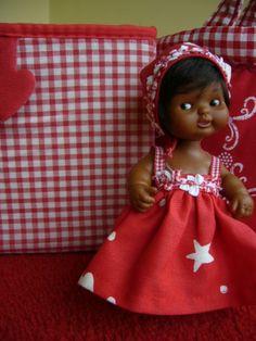 vichy navideño Girl Doll Clothes, Girl Dolls, Kewpie, Childhood Toys, Vintage Toys, Gingham, Antiques, Crochet, Baby