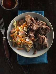 Slow-cooker Vietnamese Style Beef Pot Roast with Asian Slaw Recipe by Canadian Beef Sauce Sriracha, Sauce Teriyaki, Slaw Recipes, Beef Recipes, Cooker Recipes, Recipies, Chou Napa, Burger Seasoning, Coleslaw Salad