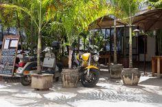 In Stone Town treffen arabische Einflüsse auf afrikanische und indische. Die Hauptstadt Sansibars ist unaufgeregt, authentisch und wunderschön.