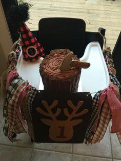 Lumberjack smash cake 1st Birthday Boy Themes, Baby Boy First Birthday, Birthday Fun, First Birthday Parties, First Birthdays, Birthday Ideas, Birthday Cake, Lumberjack Cupcakes, Lumberjack Birthday Party
