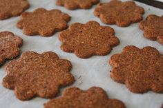 Chewy Ginger Thin Cookies (Autoimmune Paleo)1 cup of organic shredded coconut 1/3 cup of arrowroot flour 1 cup of organic pitted dates 2.5 teaspoons of organic ginger powder