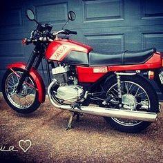 Jawa 350 Repost @yahia350 #jawa #jawamotorcycles.com#jawamotorcycles #jawayezdi… Jawa 350, Bike Life, Sport Bikes, Bobber, Motocross, Cars And Motorcycles, Motorbikes, Poland, Classic Cars