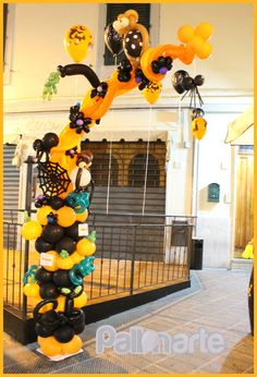 Awesome Halloween Balloon Decor. Look at all the details... owls, spiders and spiderweb, branches sprouting out from the trunk. A great piece of balloon art.