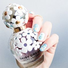 Spring-inspired Marc Jacobs Daisy Dream nails created by the talented Maria from…