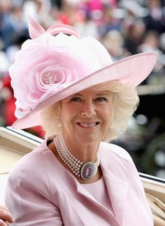 """Camilla """"Copycat"""", Duchess of Cornwall: She copies everything Diana (Pearls with Choker) @ Royal Ascot Camilla Parker Bowles, Camilla Duchess Of Cornwall, Duchess Of Cambridge, Philip Treacy, Lady Diana, Kate Middleton, Royal Fashion, Fashion Looks, The Duchess"""