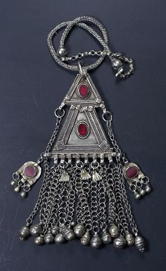 Yemen | Pendant; silver alloy and glass | ©Jose M Pery