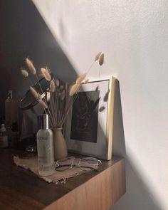 room minimalist home decor, home decor и minimalist decor. Cream Aesthetic, Brown Aesthetic, Aesthetic Rooms, Aesthetic Photo, Aesthetic Pictures, Aesthetic Vintage, My New Room, My Room, Photo Deco