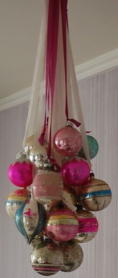 "Create an ornament ""chandelier"" from vintage christmas balls Noel Christmas, Vintage Christmas Ornaments, Christmas Projects, Winter Christmas, Christmas Tree Decorations, Holiday Crafts, Christmas Balls, Christmas Chandelier, Antique Christmas"