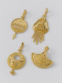 Just Pendant from the gold factory a) gm b) gm c) gm d) gm Real Gold Jewelry, Gold Jewelry Simple, Gold Jewellery Design, Gold Factory, Pearl Necklace Designs, Gold Pendent, Gold Set, Lockets, Jewelry Patterns
