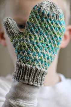 Ravelry: Minky Mittens - These thick, warm mittens are made with two colors of worsted weight yarn and size US 5 & 7 double pointed needles. Knitted Mittens Pattern, Crochet Gloves, Knit Mittens, Knit Or Crochet, Knitting Patterns Free, Free Knitting, Baby Knitting, Stitch Patterns, Sweater Patterns