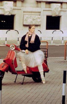 Julie Kent 'Dancers' 1987 Directed by Herbert Ross Julie Kent, Alonzo King, American Ballet Theatre, Ballet Theater, Dance Dreams, Mikhail Baryshnikov, Ballet Photography, Ballet Beautiful, Casual Street Style