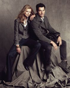 David Gandy and Edita Vilkeviciute paired up for Massimo Dutti Fall Winter 2010 advertisement campaign. Couple Photoshoot Poses, Couple Photography Poses, Couple Portraits, Couple Posing, Studio Portraits, Couple Shoot, Fashion Photography, Annie Leibovitz, Studio Posen