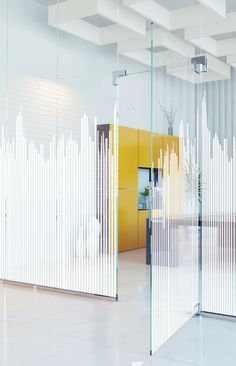 Featuring a city-scape pattern, this self-adhesive and decorative window film will give an urban touch to your windows a Corporate Interiors, Office Interiors, Corporate Offices, Interior Design Photos, Office Interior Design, Glass Film Design, Glass Office, Office Space Design, Window Graphics