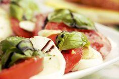 Top 10 Best Balsamic Vinegar at Whole Foods for You Whole Foods, Whole Food Recipes, Great Recipes, Snack Recipes, Ensalada Caprese, Caprese Salad, Best Balsamic Vinegar, Healthy Snacks, Healthy Eating