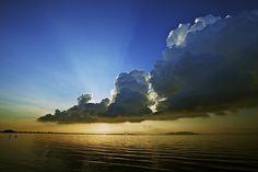 [フリー画像] 自然・風景, 空, 雲, 朝日・朝焼け・日の出, 海, マレーシア, 201105271300