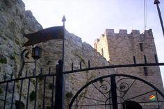Il Castello di Salle ufficialmente dichiarato Monumento Nazionale Italiano, venne costruito prima dell'anno Mille. Rimase distrutto dal terremoto del 1915