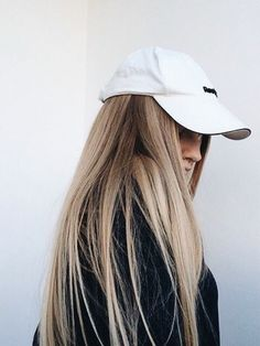 straight blonde hair is always in style My Hairstyle, Messy Hairstyles, Pretty Hairstyles, Blond Beige, Hair Colorful, Balayage Blond, Blonde Hair, Let Your Hair Down, Short Hair