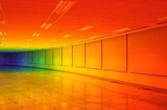Biennale of Bristol, the British artist Liz West has unveiled her installation entitled Our Colour, in a 1000m2 rainbow gradient http://www.ufunk.net/en/artistes/our-colour-une-immersion-totale-dans-un-arc-en-ciel-de-1000m2/