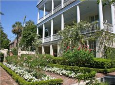 View historic homes for sale and all historic Charleston real estate in the Charleston SC historic district downtown. Historic Homes For Sale, Real Estate Buyers, Charleston Homes, Low Country, Beautiful Gardens, South Carolina, My House, Building A House, The Neighbourhood