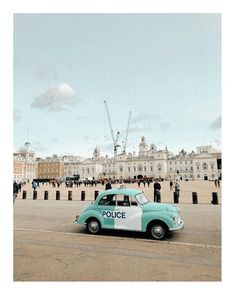 "ELLEN K/REATIVE sanoo Instagramissa: ""London, next to St.James park and the Horse Guards Building ___________________ Lontoo, St.James puiston ja Horse Guards rakennuksen…"" Horses, London, Park, Building, Buildings, Parks, Horse, London England, Construction"