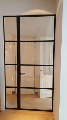 Dankzij de ultra # slanke #profielen passen de #stalen #kozijnen van Perfect View in elk ontwerp en gaan zij onzichtbaar op in elk interieur.