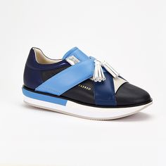 VAERSO: A WALK WITH THE TIMES, A WALK WITH STYLE!   Vaerso: a new brand arrives in the world of shoes, certainly not on tiptoe but affirming and distinguishing itself with determination, from the first footprints! At a moment when fashion seems to prefer shades, never clearly demarcated territories, but rather open to contamination, Vaerso fully embodies the spirit of admixture, dialogue between different elements interposed between sporty and chic. Discover more on…