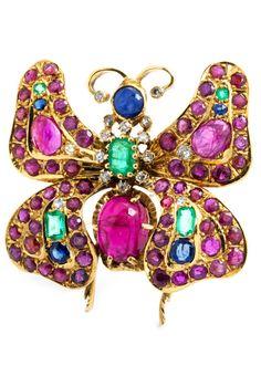 Breite: ca. 4 cm. Gewicht: ca. 18,3 g. GG 750. Bunte Schmetterlingsbrosche mit Rubinen, zus. ca. 14 ct, Smaragden, zus. ca. 1,2 ct, und Saphiren, zus. ca. 1,2...