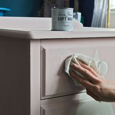 Creating a dusty pink on a chest of drawers with Antoinette Chalk Paint® and Clear and White Chalk Paint® Wax Chalk Paint Wax, Black Chalk Paint, Pink Chalk, My Furniture, Furniture Makeover, Painted Furniture, Chest Of Drawers Makeover, Better Homes And Gardens, Annie Sloan
