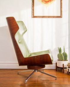 Beautiful mid-century molded plywood and green vinyl lounge chair designed by George Mulhauser for Plycraft.