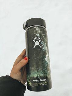 Water Bottle Art, Cute Water Bottles, Infused Water Bottle, Water Bottle Design, Hydro Painting, Bottle Painting, Hydro Flask Water Bottle, Gadgets, Artsy