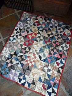 Antique crib quilt - circa late Spot the little squares amongst the triangles! Primitive Quilts, Amish Quilts, Old Quilts, Scrappy Quilts, Barn Quilts, Small Quilts, Crib Quilts, Patchwork Quilting, Antique Crib