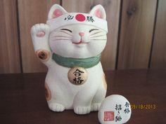 maneki neko, victory Neko Cat, Maneki Neko, Japanese Cat, Vintage Japanese, Cats And Kittens, Ragdoll Kittens, Funny Kittens, Bengal Cats, White Kittens