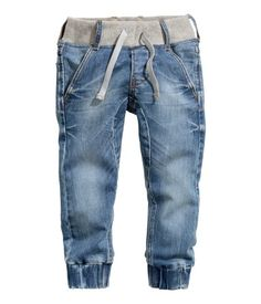 H&M Jogger Pants Boys Joggers, Denim Joggers, Jogger Pants, Fashion Joggers, Denim Fashion, Kids Fashion, Outfits Niños, Kids Outfits, Two Piece Outfits Pants