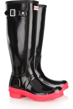 Heel measures approximately 25mm/ 1 inch with a 10mm/ 0.5 inch platform Black glossed rubber Buckle-fastening tab, neon-pink gripped sole, round toe Pull on The natural wax used to weather-proof Hunter Wellington boots may cause slight flecks in dye