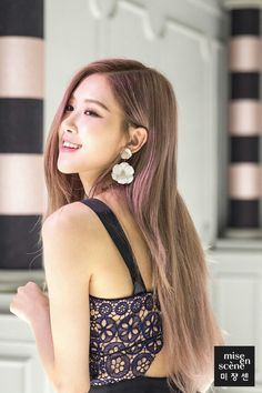 Image uploaded by 딜라잇행복 🌸. Find images and videos about rose, blackpink and lisa on We Heart It - the app to get lost in what you love. Divas, Kpop Girl Groups, Kpop Girls, Forever Young, Jenny Kim, Rose Bonbon, Black Pink, Rose Park, Blackpink Photos