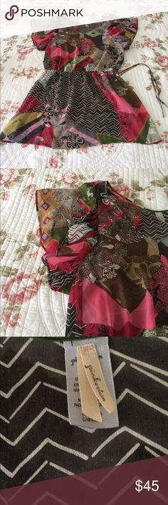 Pinkerton size m This is a very nice 👍🏼 tunic by Pinkerton size medium with very vibrant colors like bronze ,brown ,gold ,pink ,blue ,black ,green burgundy ,almost every color you can think of is in this beautiful top ,so pretty  have the feel of chiffon material  but is 100% silk also have a V-neck and ruffled full loose leave sleeves The top also have elastic waist with a drawstring . Pinkerton Tops Tunics